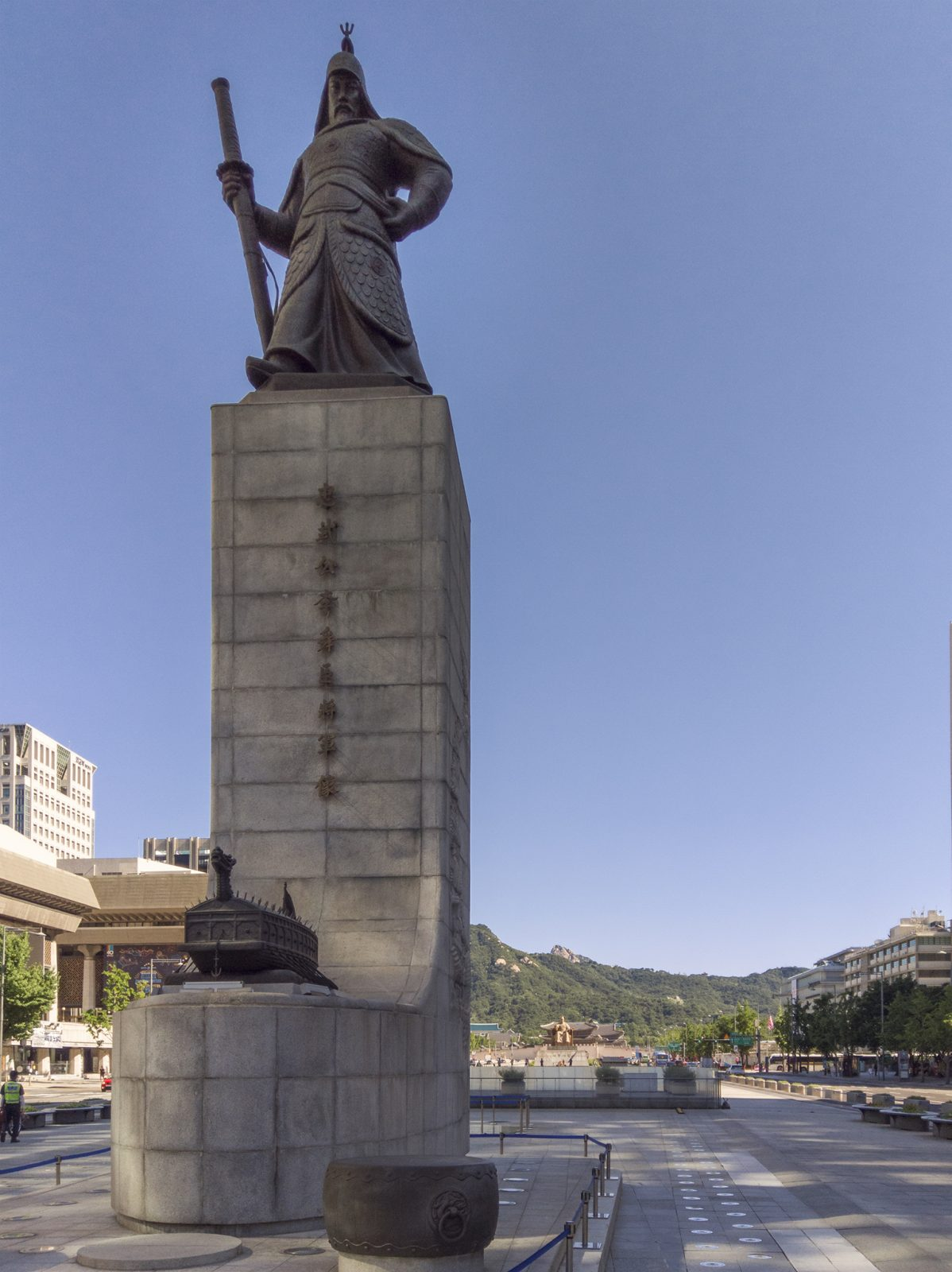Statue to the great Admiral Yi Sun Sin